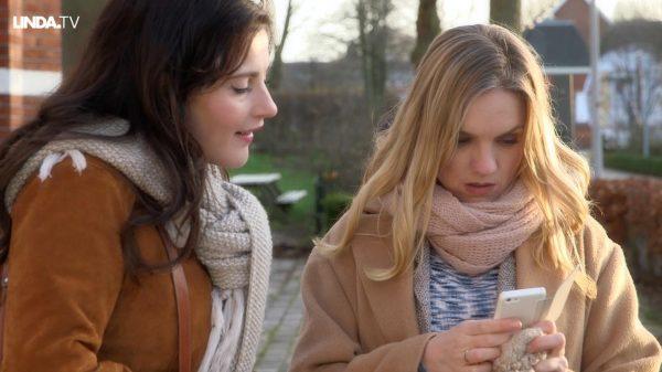Afl. 9 Esmée: 'Zeg Caro, jij flirt als een jong, geil meisje. Beetje triest wel.'