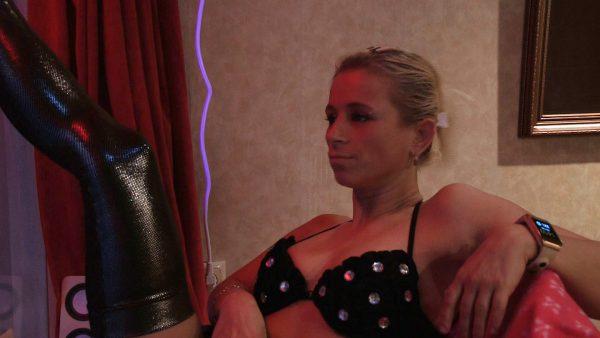 Afl. 2 De 32-jarige Julia werkt in de prostitutie: 'Ik ben toch geen robot!'
