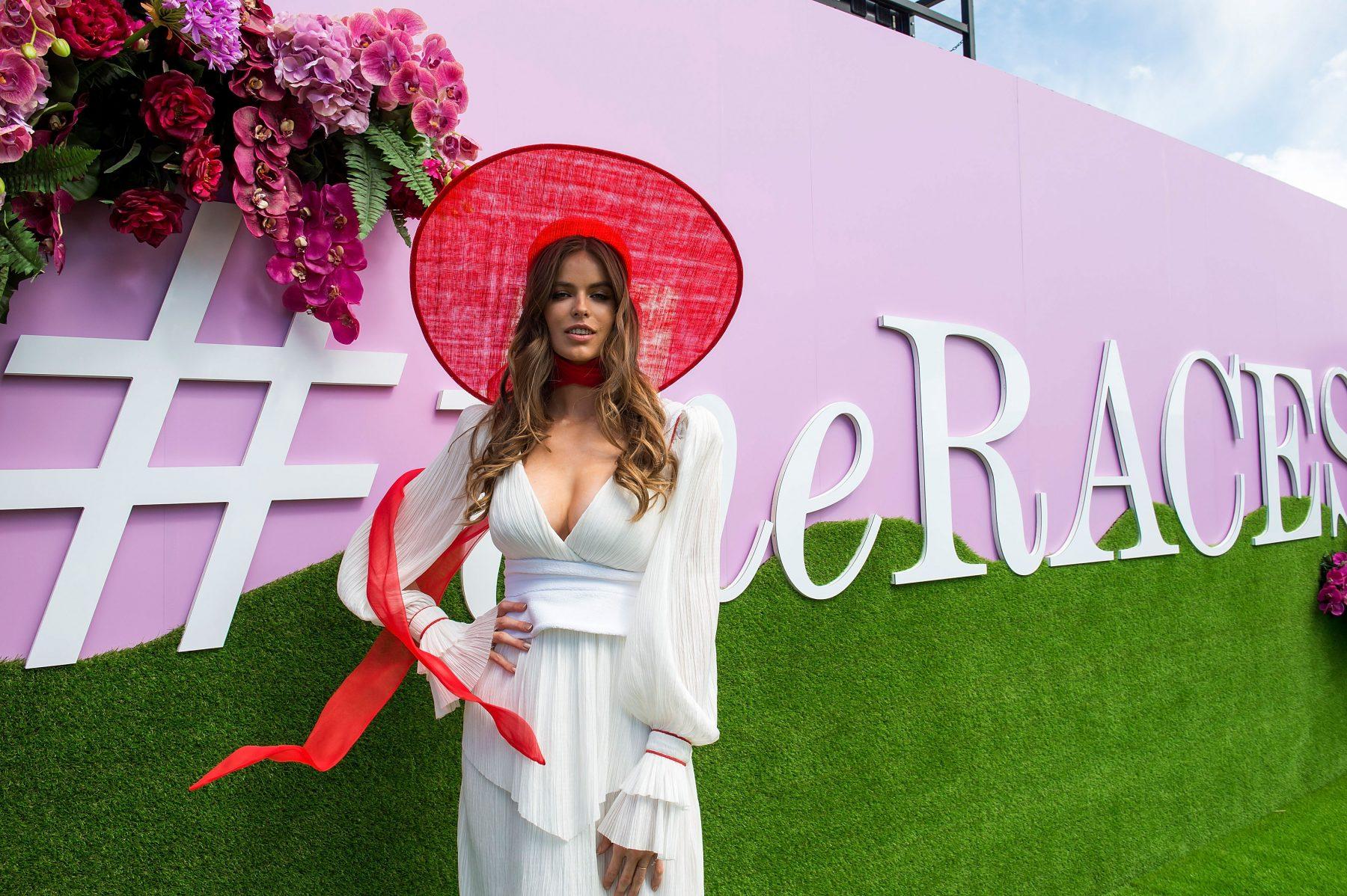Plussize-model Robyn Lawley wil boycot 'Victoria's Secret Fashion Show' wegens gebrek diversiteit