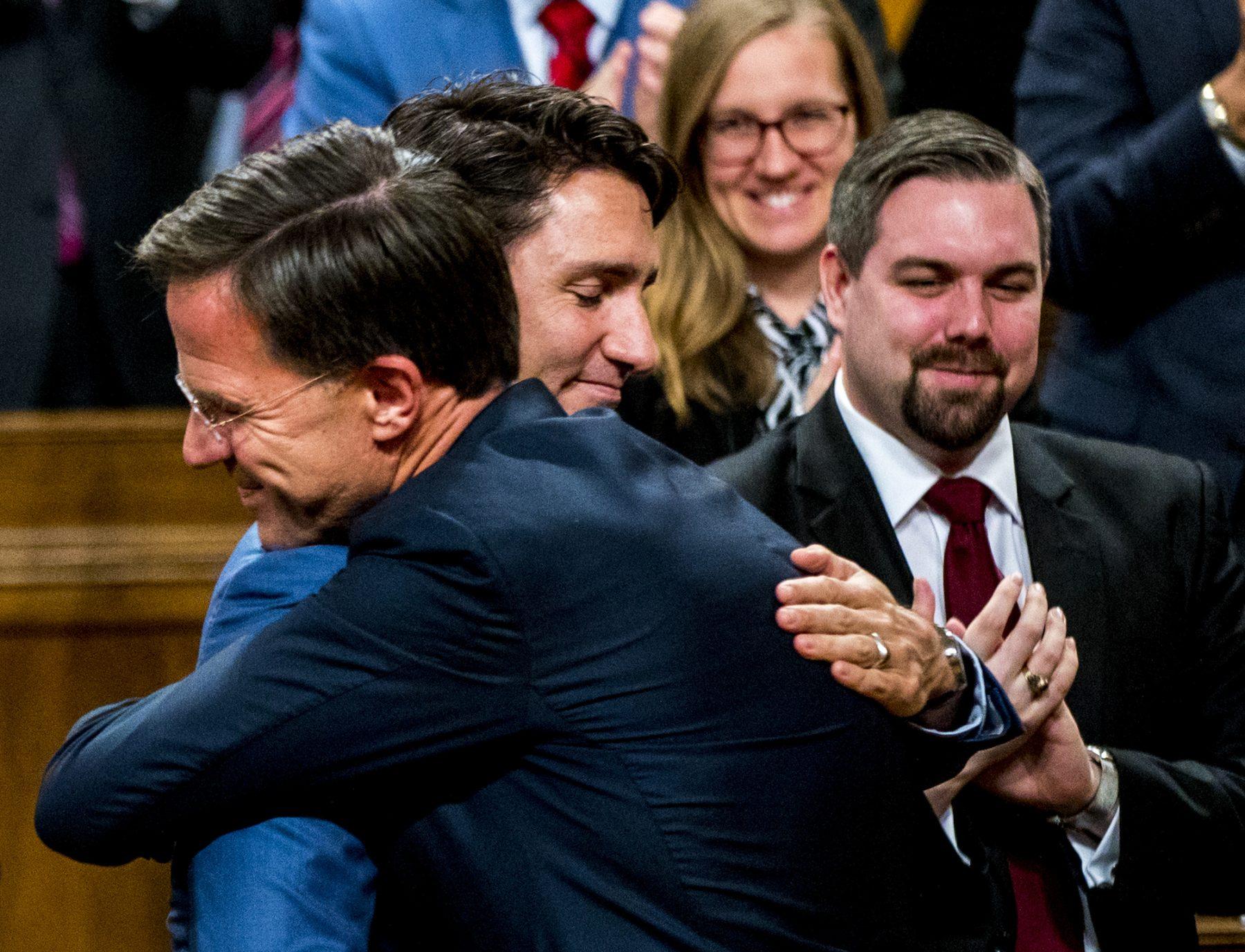 Rutte wordt warm onthaald door Trudeau in Canada en krijgt staande ovatie na speech