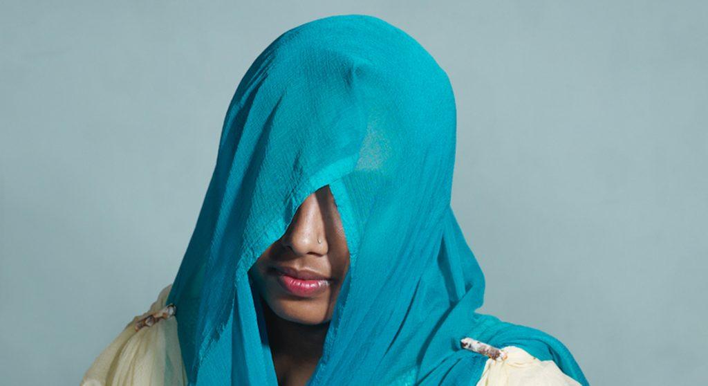 Jesmin trouwde op haar twaalfde: 'Hij sloeg me zo hard dat ik met mijn zwangere buik in het ziekenhuis belandde'
