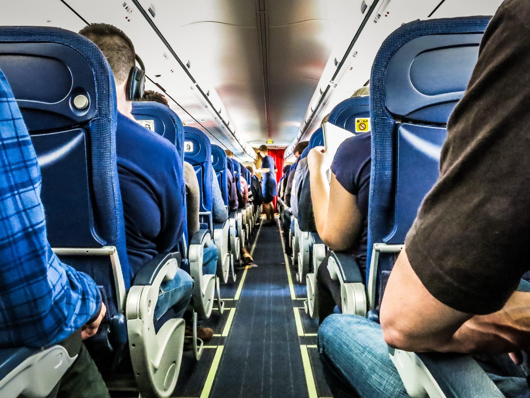 Man krijgt hartaanval in vliegtuig en is nu op zoek naar Nederlandse arts die hem redde