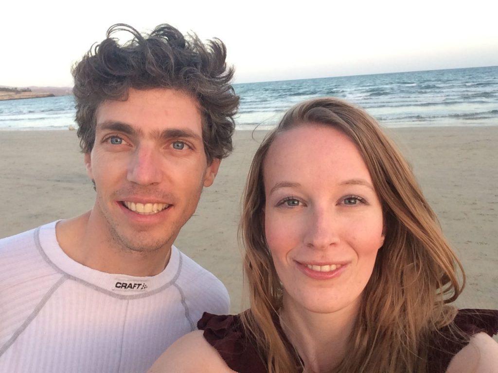 Femke en Mathijs reizen met hond en laptop de zon achterna: 'Dit is nu onze levensstijl'