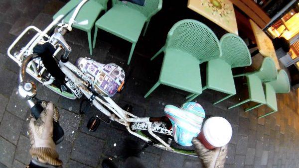 Fleurig ochtendritueel met drie bakken koffie en vele lagen kleding: 'Sta lang in de kou'