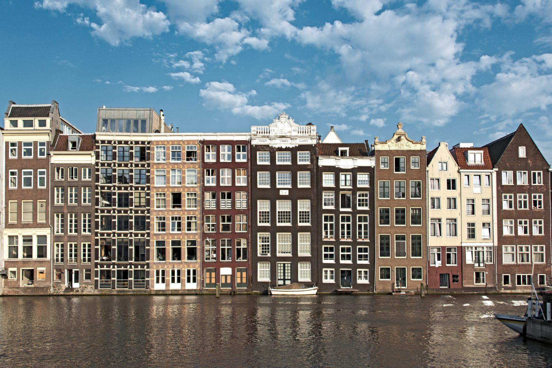 De hoofdprijs voor deze kamer in Amsterdam: 878 euro voor zes vierkante meter