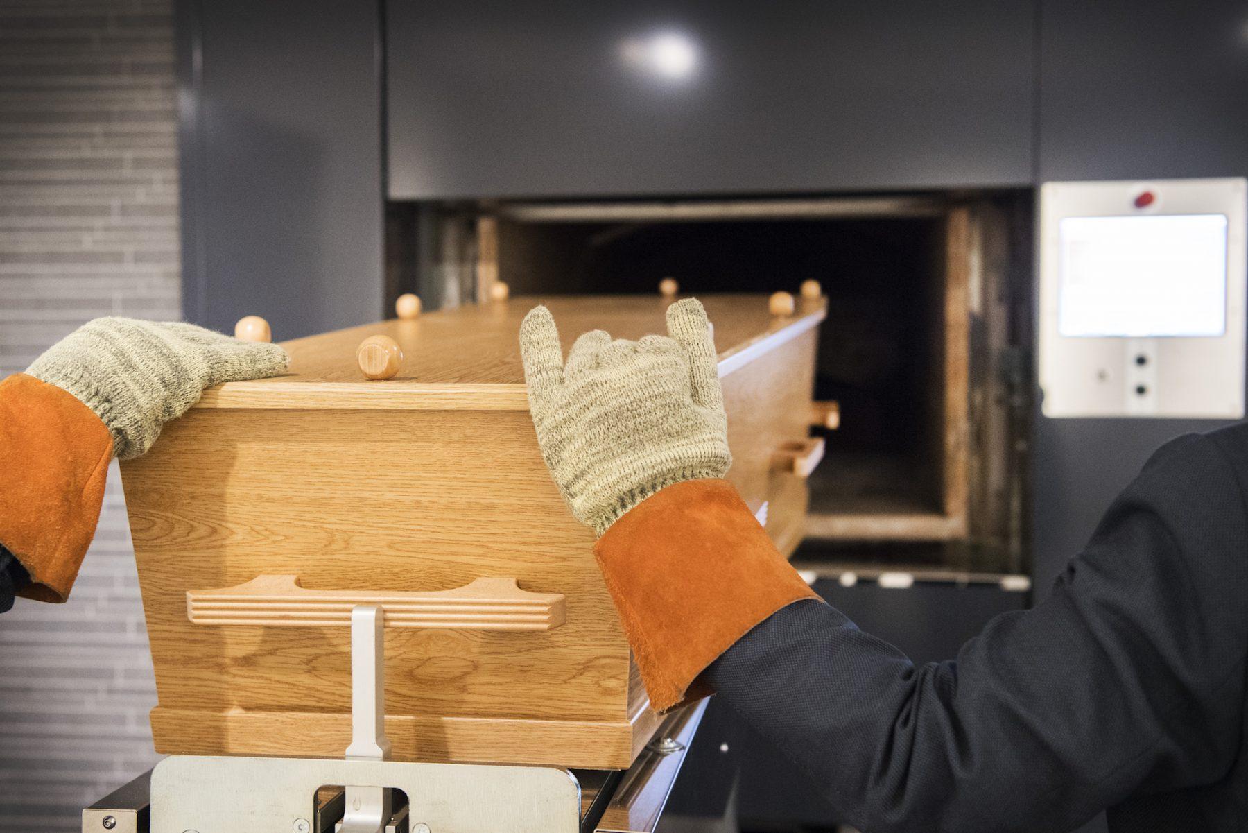 Minister wil naast begraven en cremeren ook oplossen van het lichaam mogelijk maken