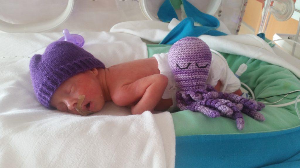 Lara in het ziekenhuis - Heaven Leigh was zwanger van een eeneiige drieling