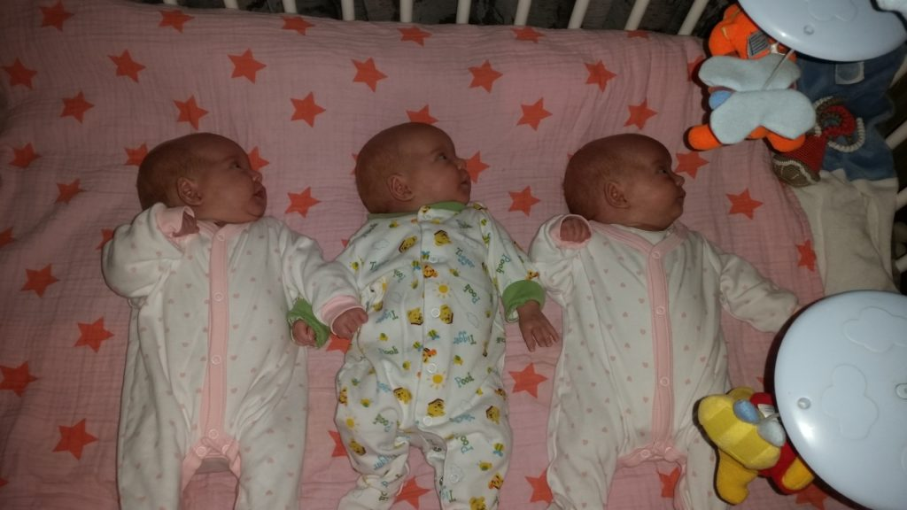 De drieling thuis - Heaven Leigh was zwanger van een eeneiige drieling