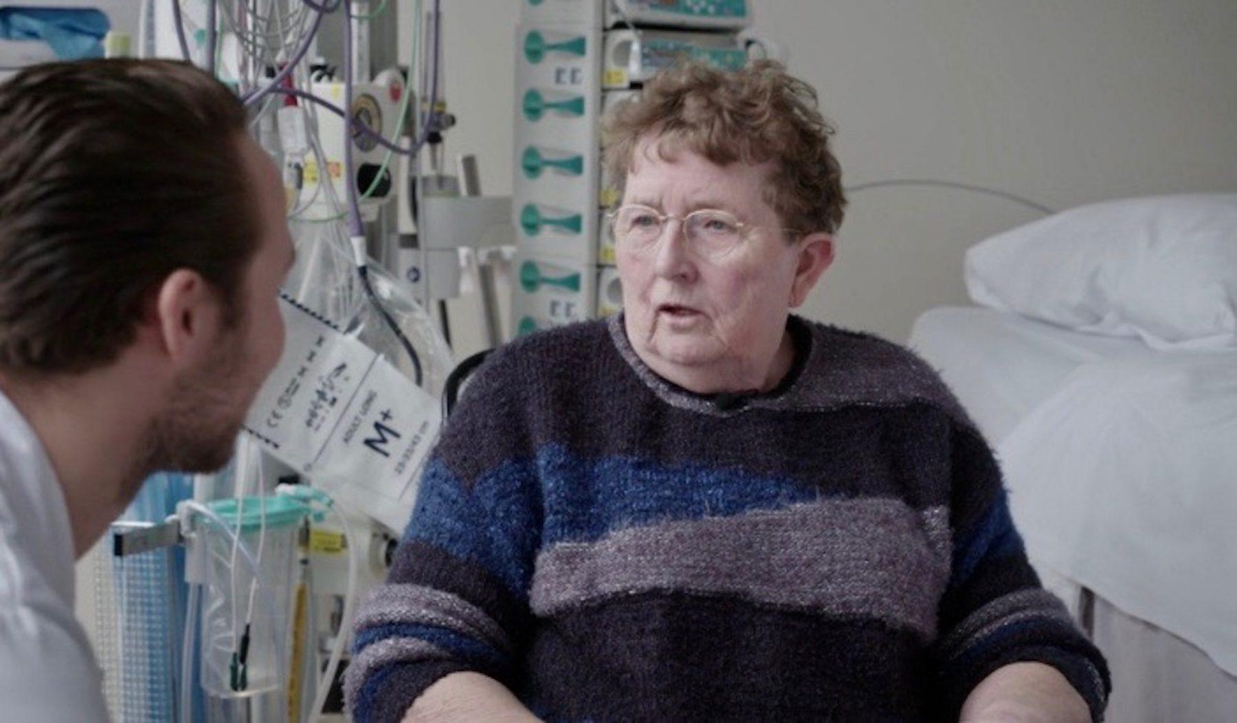 Henny is door virtual reality nare herinneringen aan ziekenhuisopname kwijt