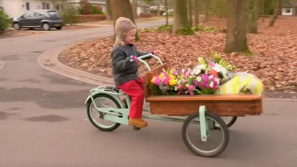 happy activist izis bloemen