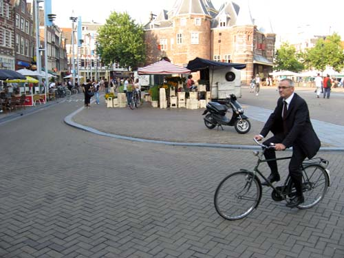po1s_amsterdam_bicycle_suit-2