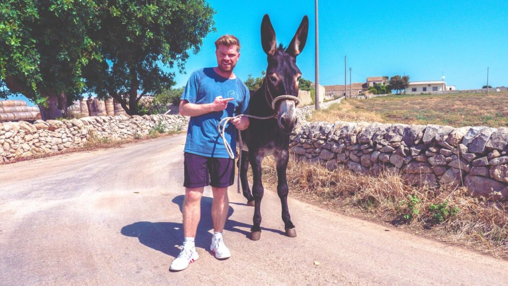Travel with a goat, Niels Oosthoek