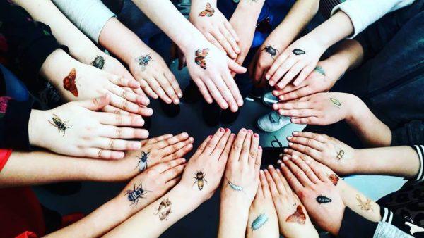 Mier In Je Nek En Armen Vol Bijen 7 X Fotos Met De Tattoos