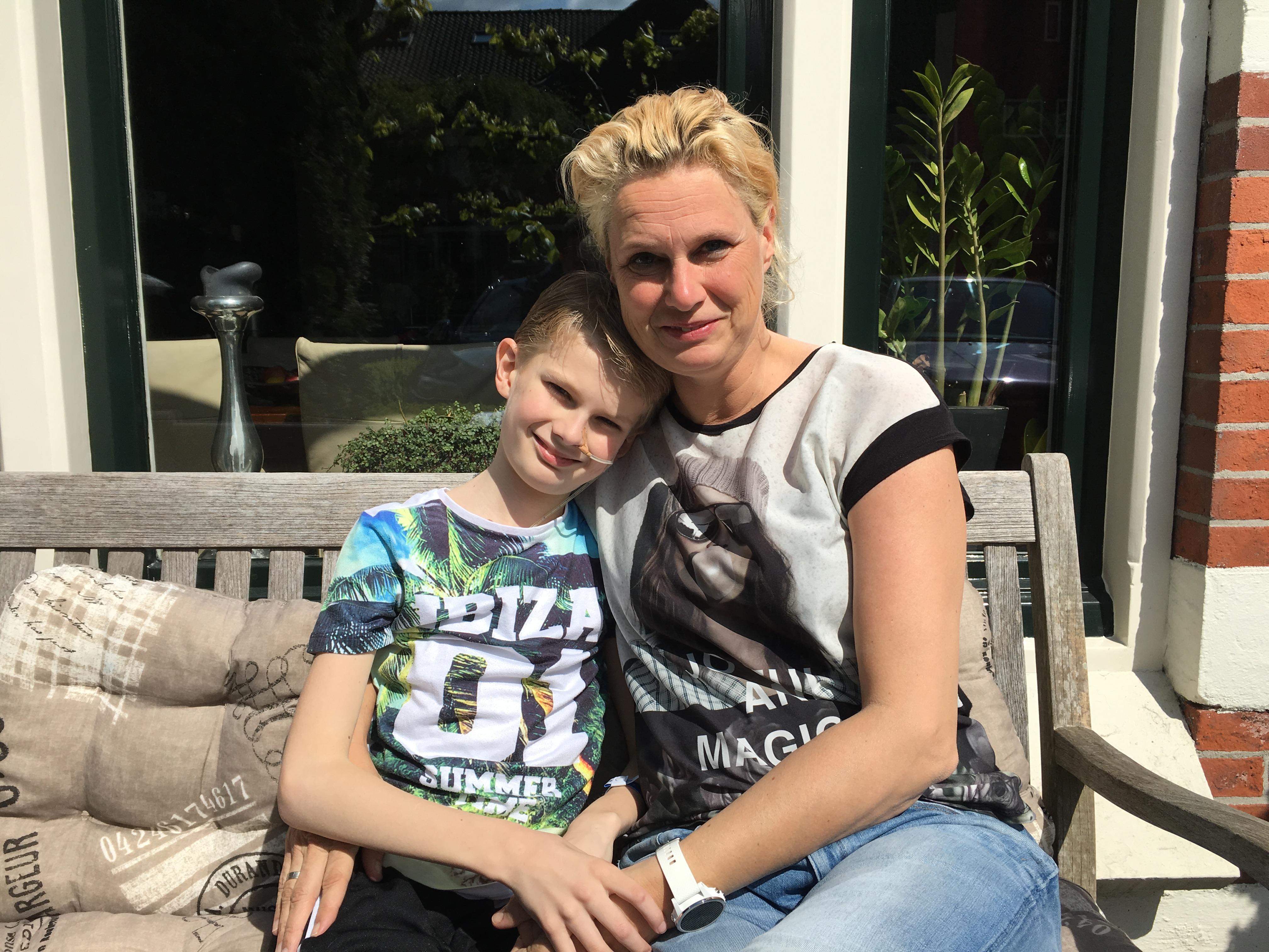 Moeder Inge en zoontje Niek met angststoornis