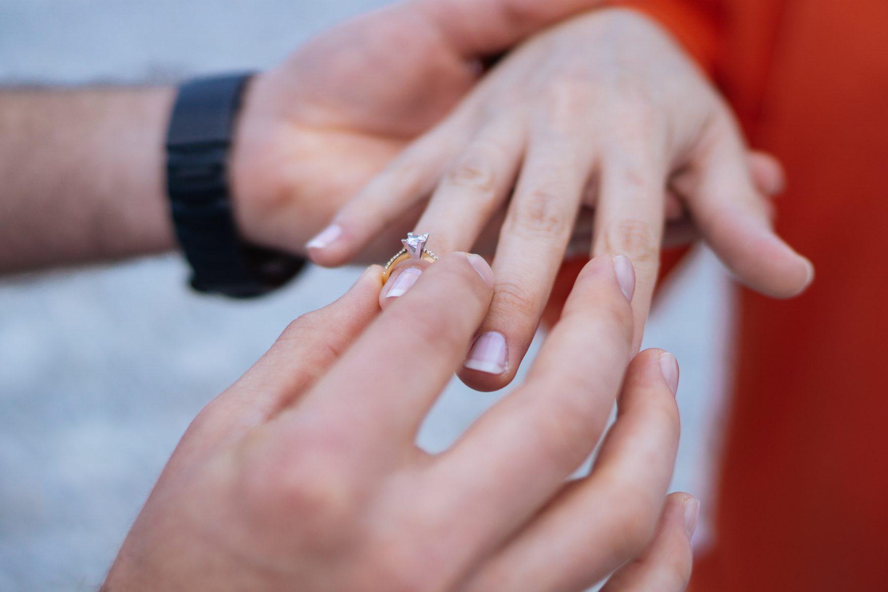 aanzoek op bruiloft kieran bruid