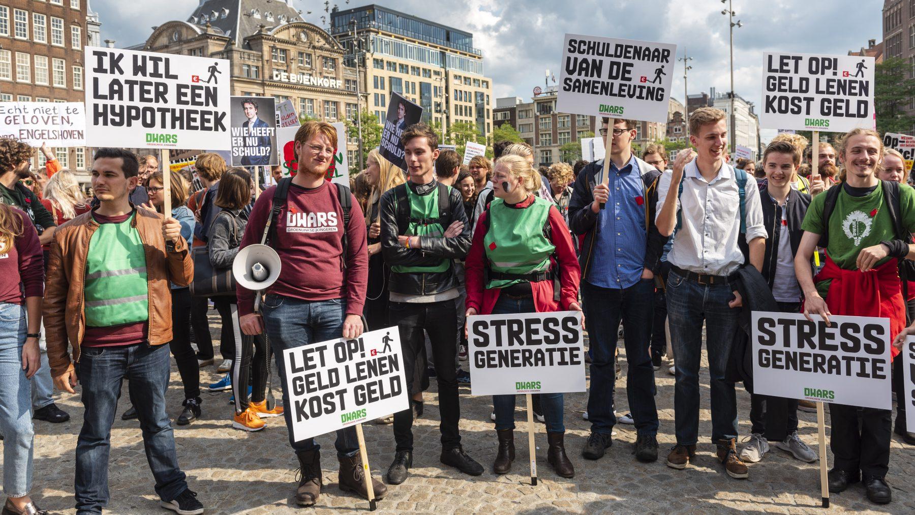 Studenten protesteren tegen leenstelsel