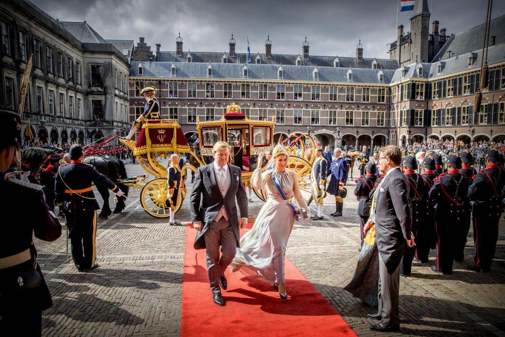 Prinsjesdag: Aankomst van de Koninklijke stoet bij de Ridderzaal