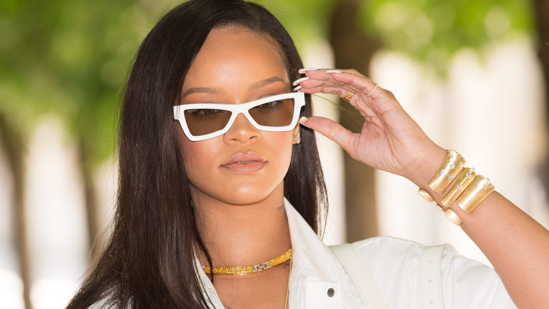 rihanna-lof-voor-model-littekens