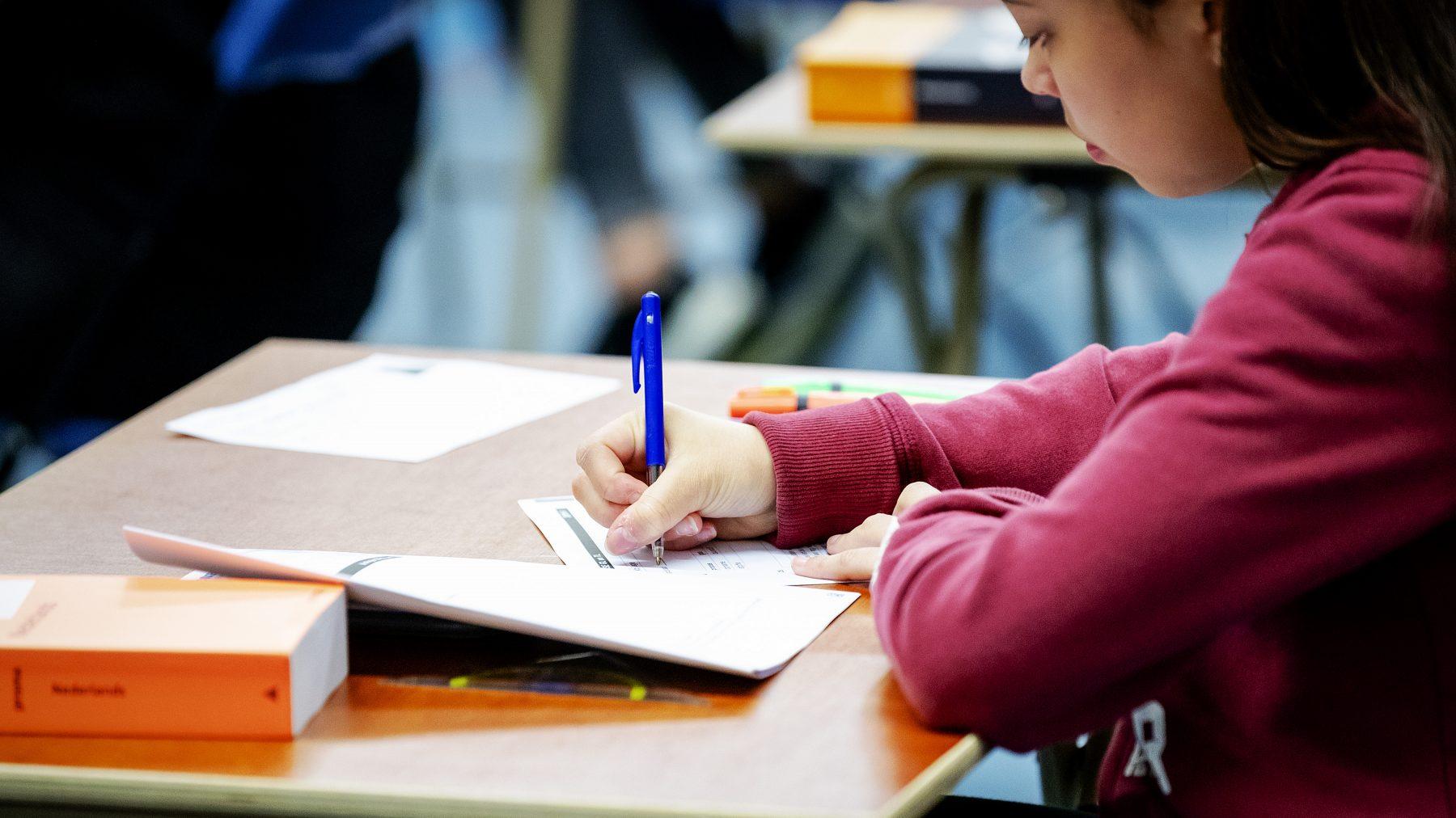 vwo-leerlingen moeten eindexamens geschiedenis en wiskunde a herkansen na diefstal postzak