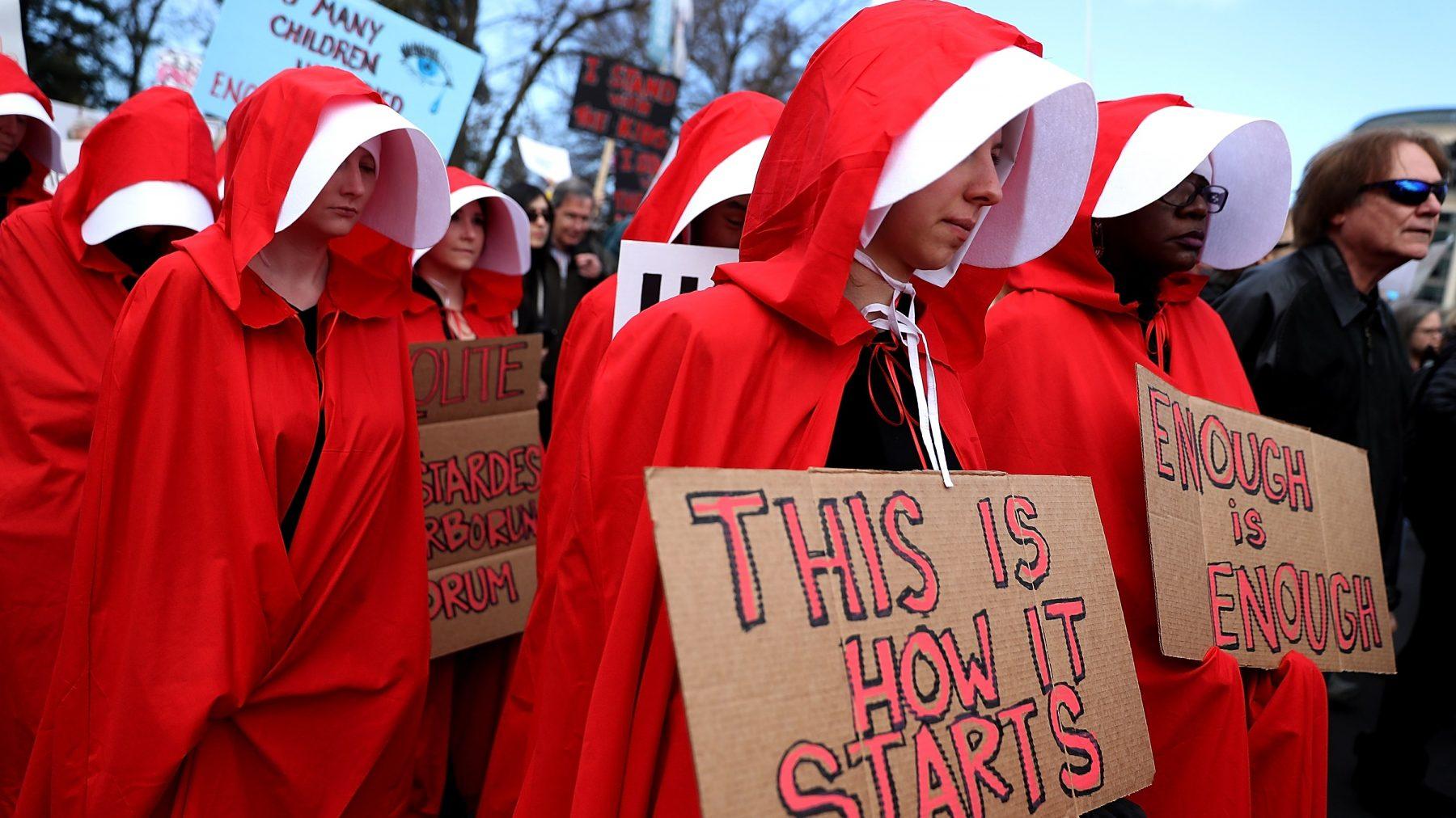 Kostuum handmaid's tale symbool voor protesten