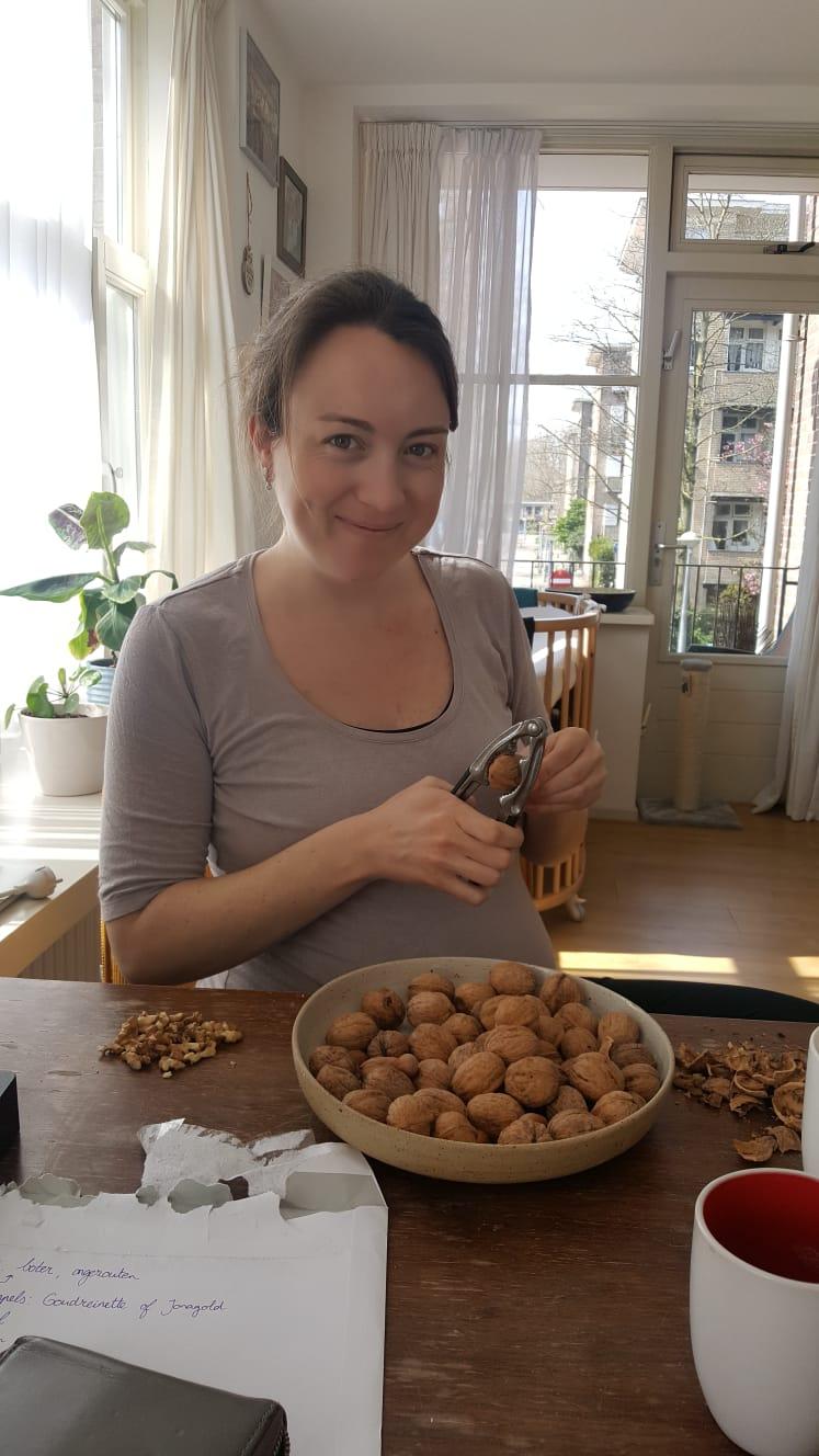 Laura tijdens de appeltaartfase in haar positieve bevalling