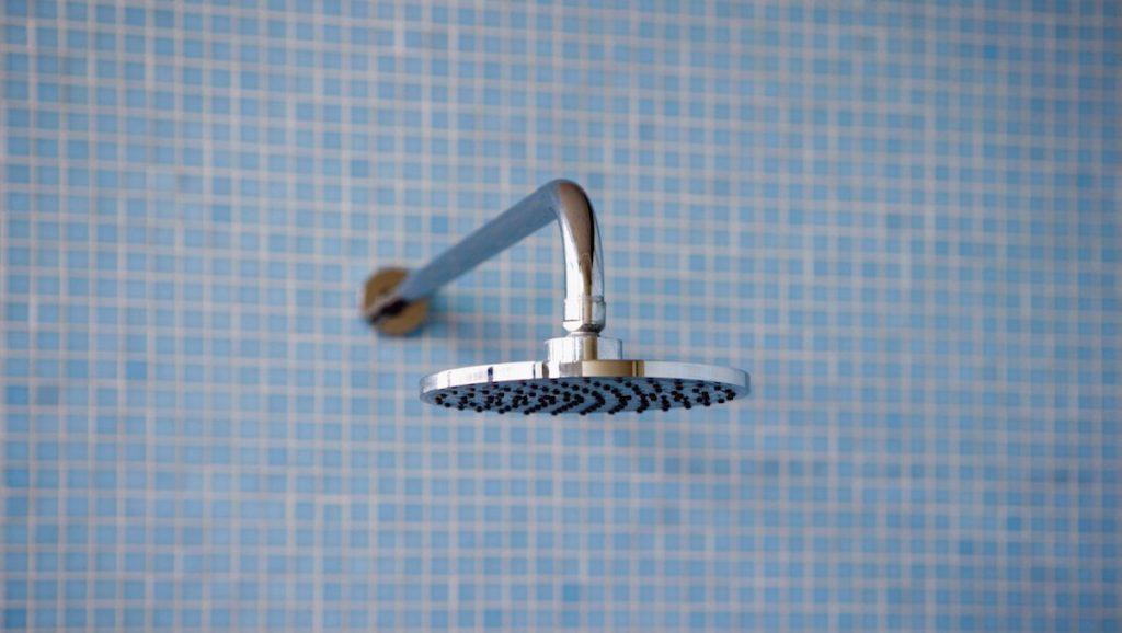 Vietnamees snoepje word genomen onder de douche!