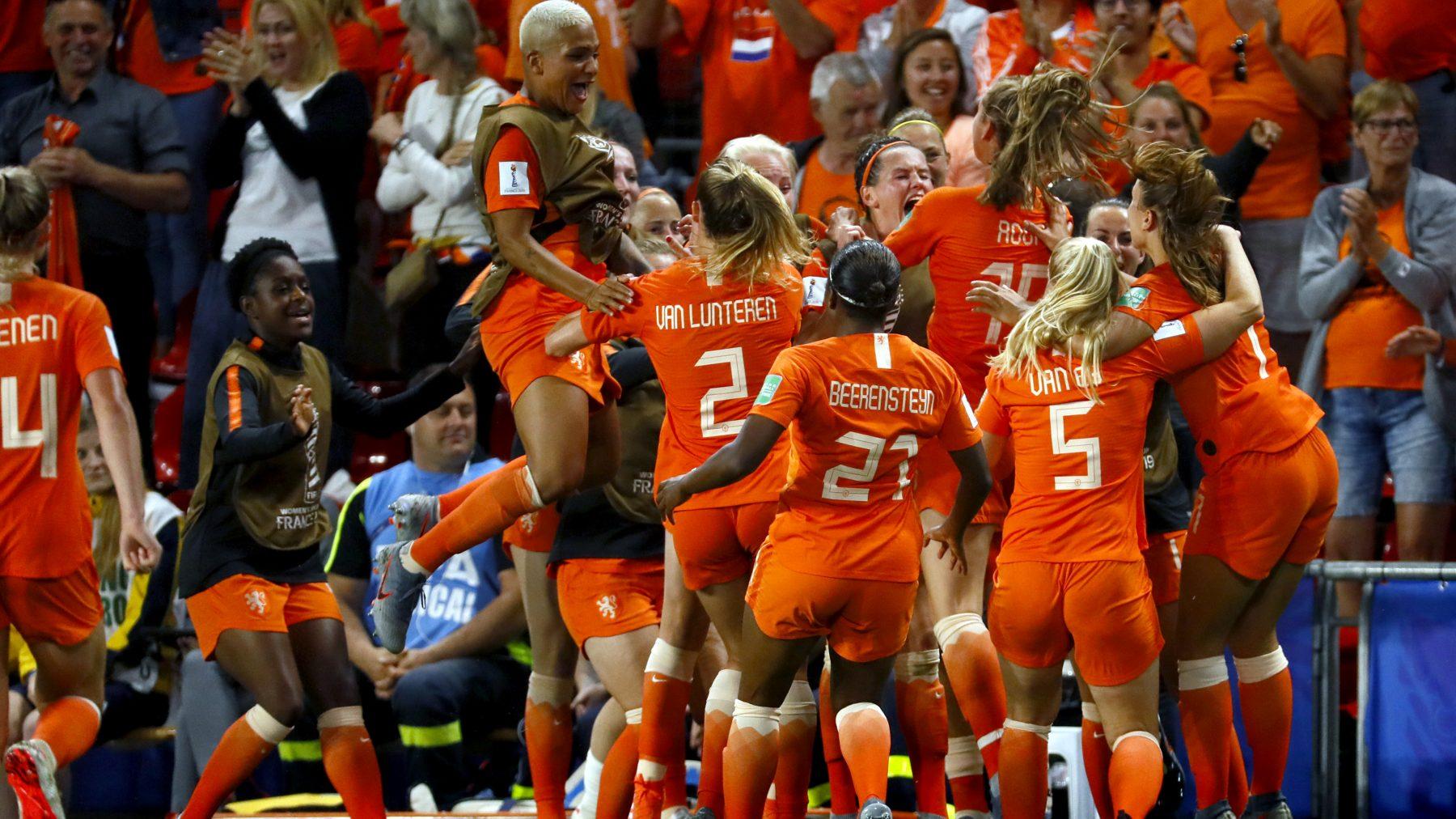 Ja hoor: Oranje Leeuwinnen gaan naar kwartfinale na spannende wedstrijd tegen Japan