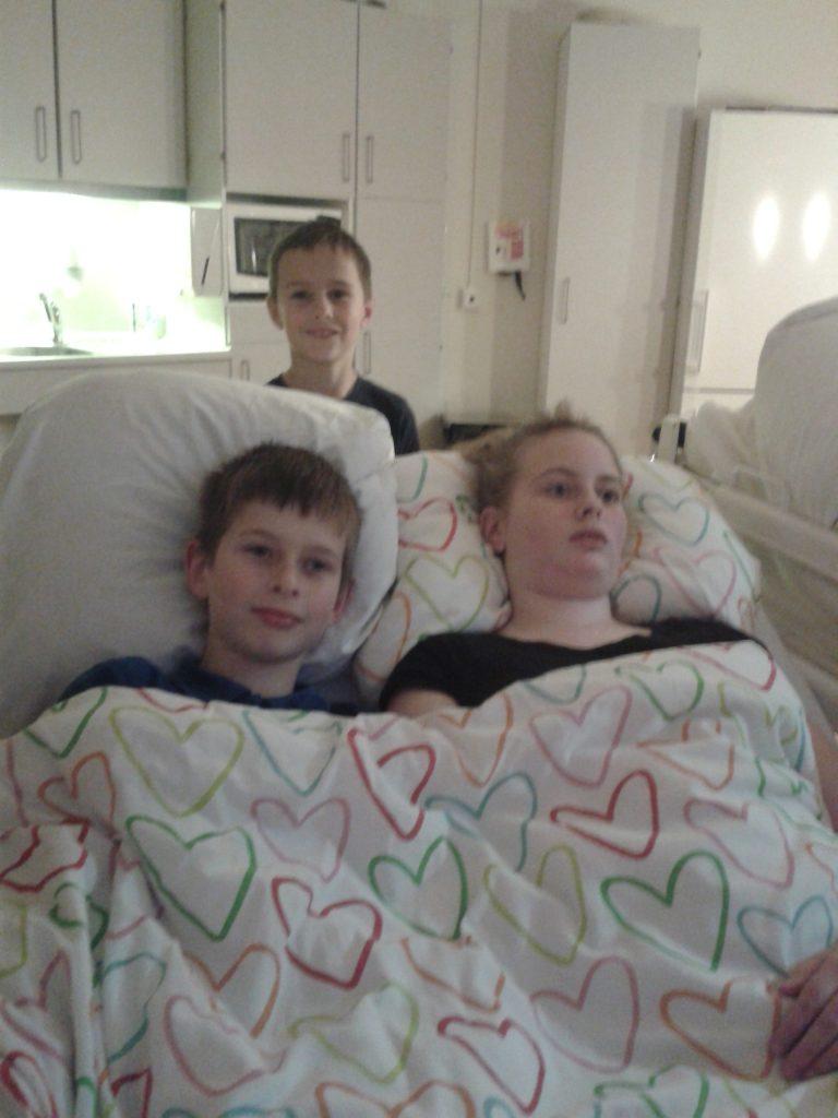 Sven Finn en Vanja in het ziekenhuis