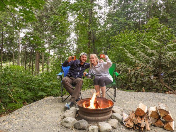 Esther en Kay bouwden zelf aan camper