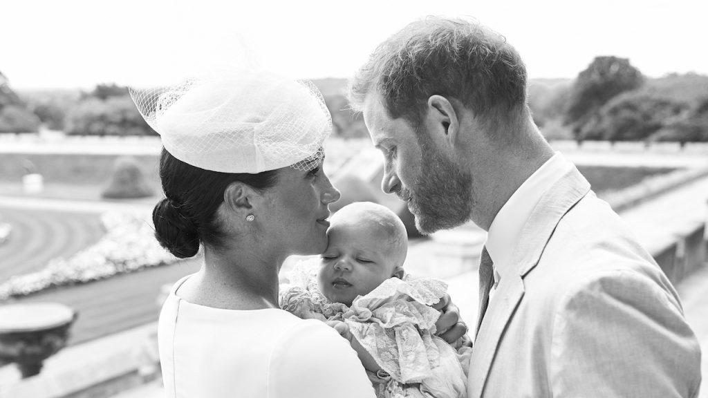 Baby Archie gedoopt in Windsor Castle foto met ouders Prins Harry en Meghan Markle