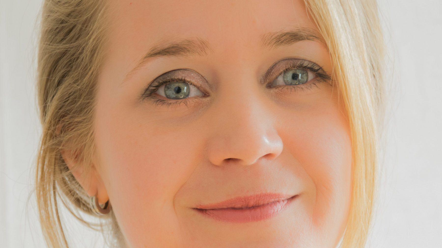 Kindercoach Marije Lagendijk legt uit waarom het goed is om kinderen van jongs af aan mee te laten doen in het huishouden.