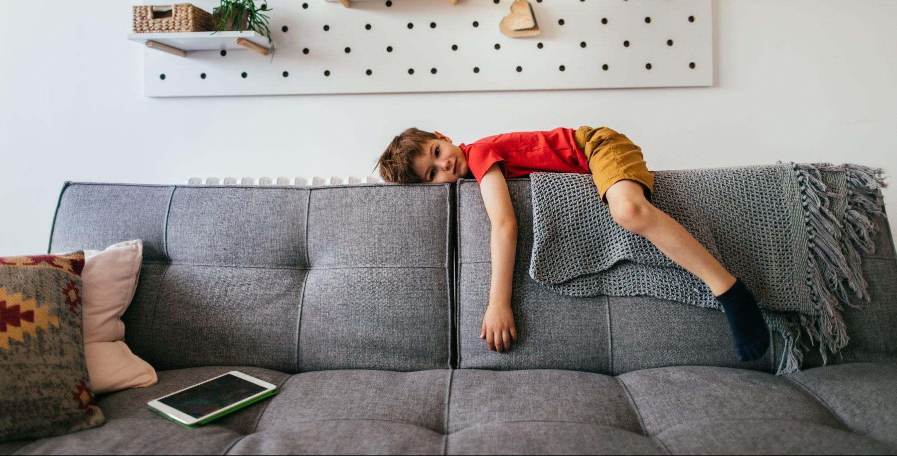 Slaat de verveling toe bij je kinderen? Zo kom je de zomervakantie door