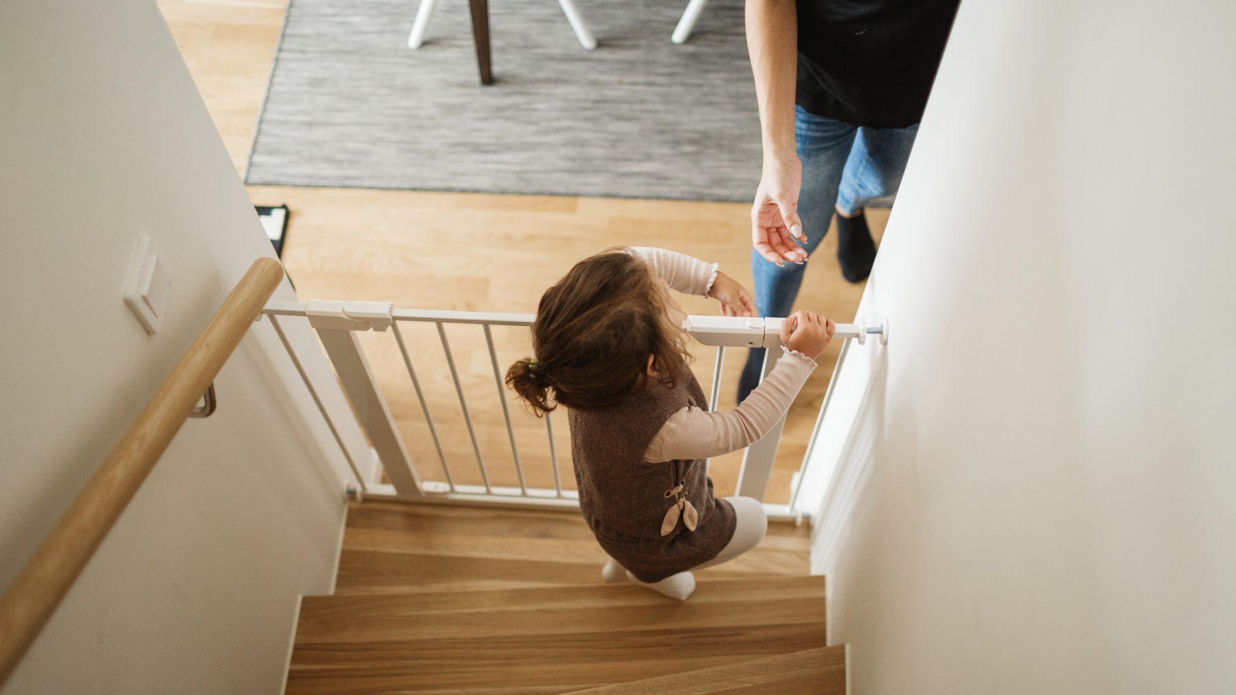 Consumentenbond: 8 van de 15 geteste traphekjes zijn levensgevaarlijk