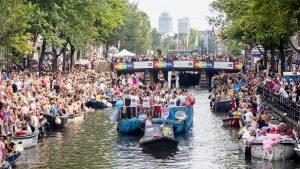 Thumbnail voor Waarom Primark 'voor geen miljoen' mee mag varen in Amsterdamse Canal Parade