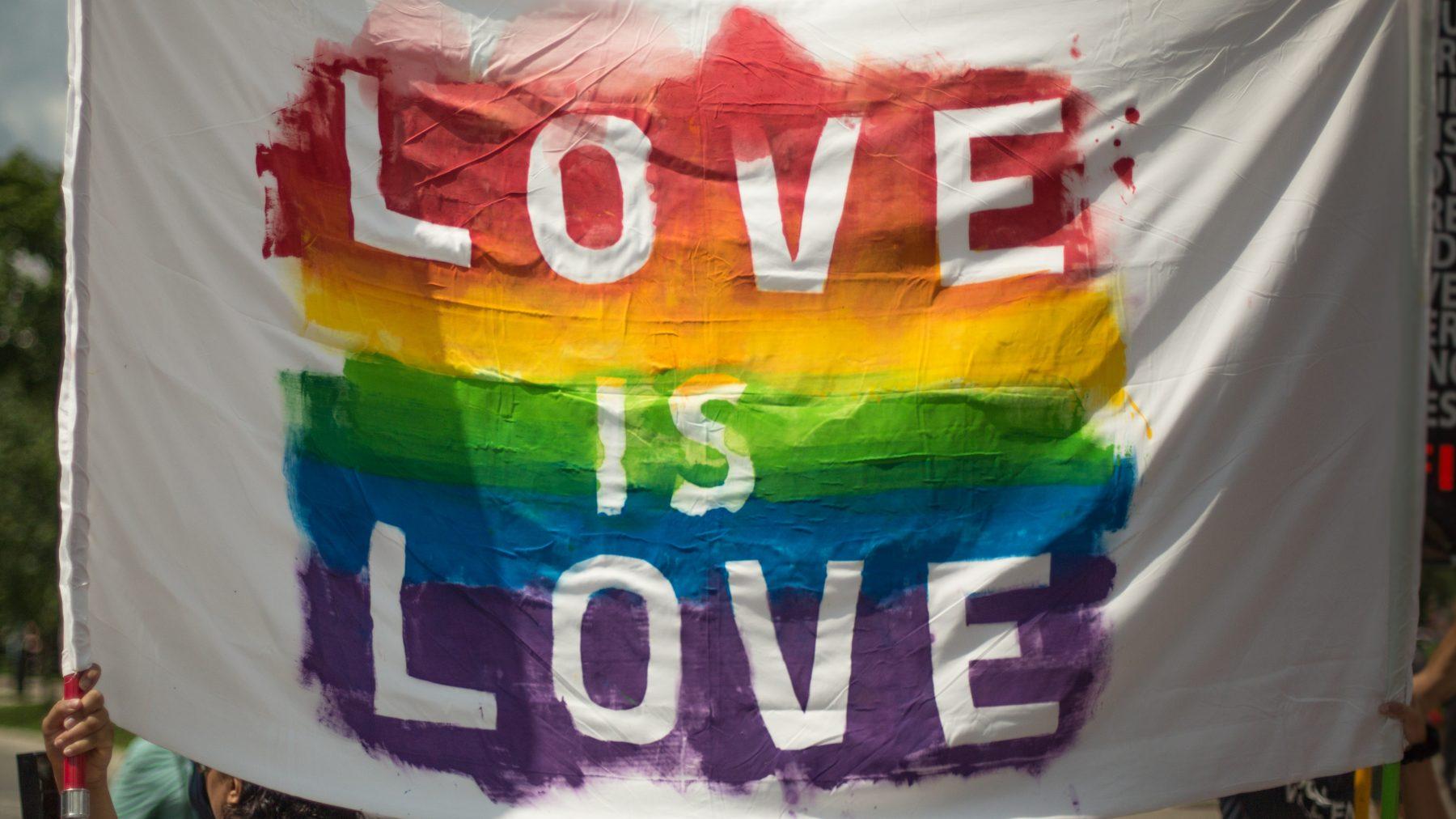 Homostel uitgescholden en bespuugd in Uber na Pride Amsterdam
