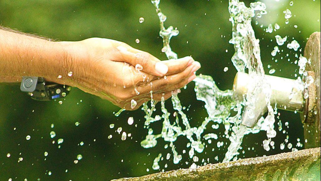 poepbacterie handen wassen