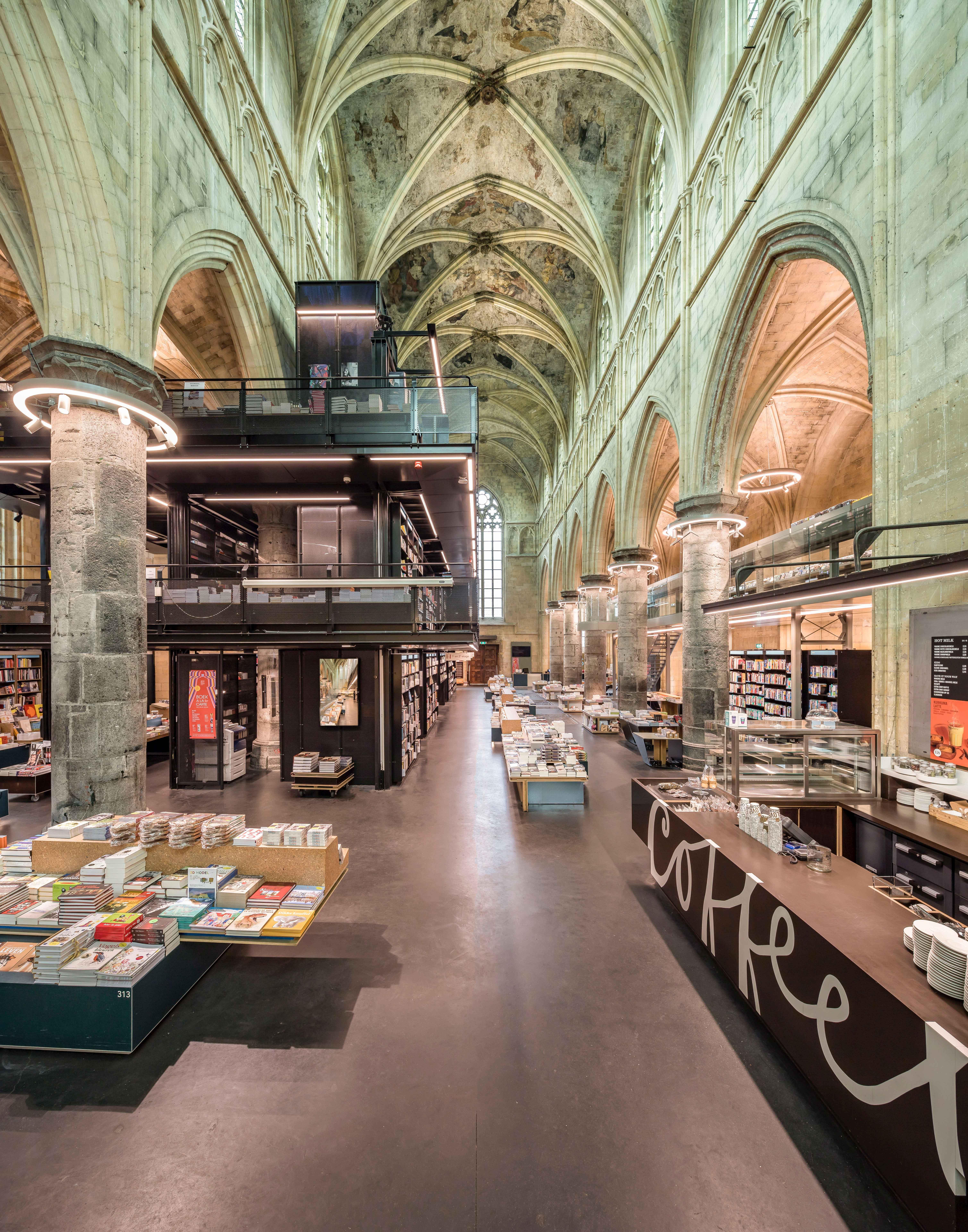 Lijstje-mooiste-bibliotheken-Nederland-De-Dominicanen-Maastricht1