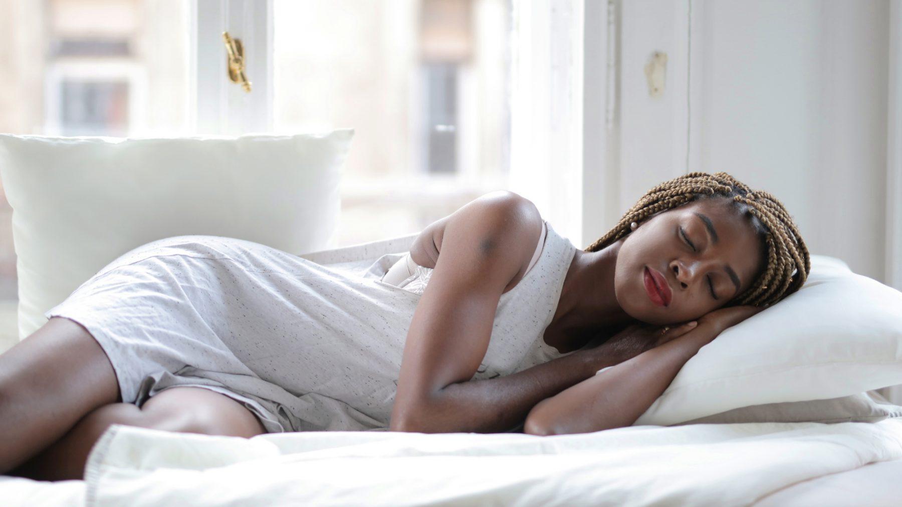8 x tips hoe je ondanks de hitte en lang licht tóch goed slaapt