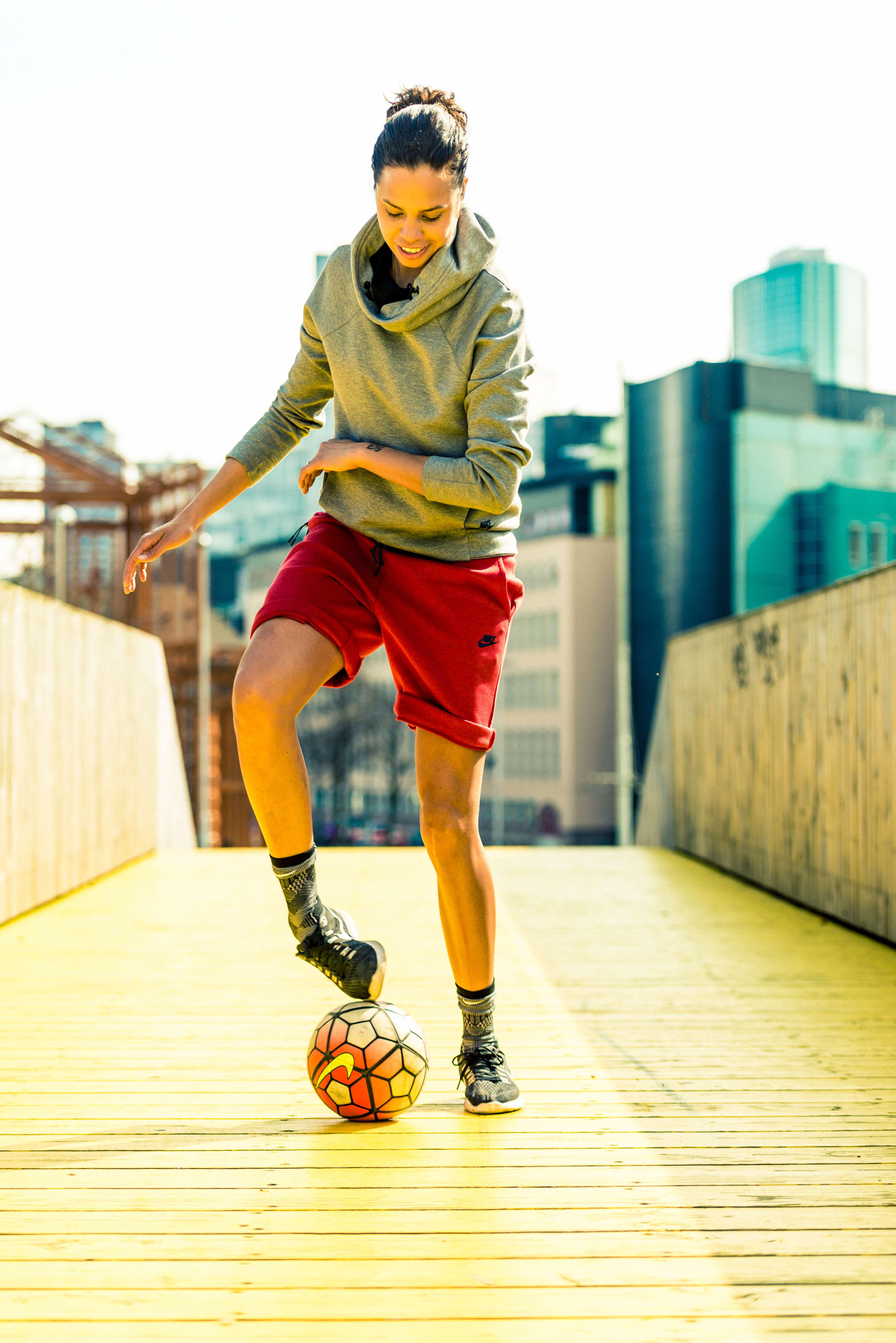 Rocky is de eerste vrouwelijke straatvoetballer in FIFA