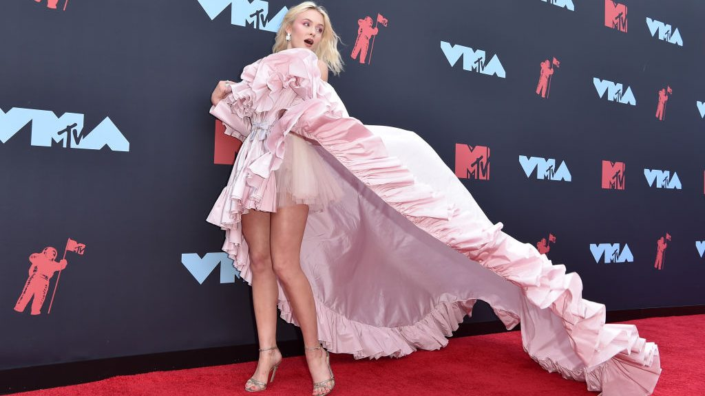 uitreiking VMA Awards outfits rode loper