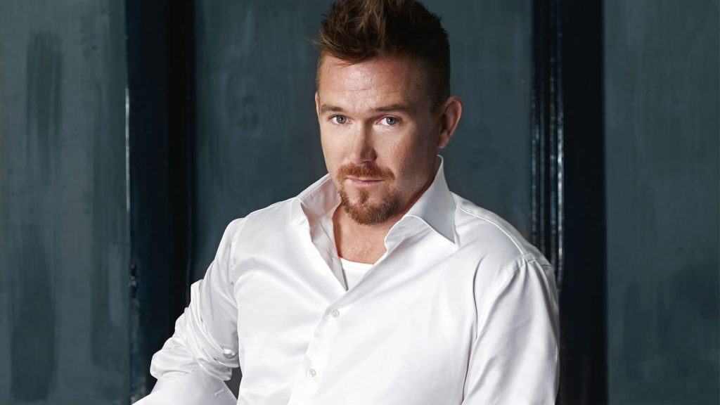 Johnny de Mol nieuw tv programma Fender