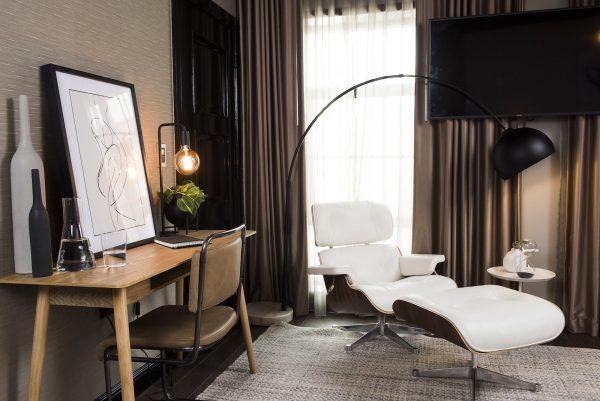 Hotels.com Minimalist v Maximalist, So extra Vs Co Chic Suite