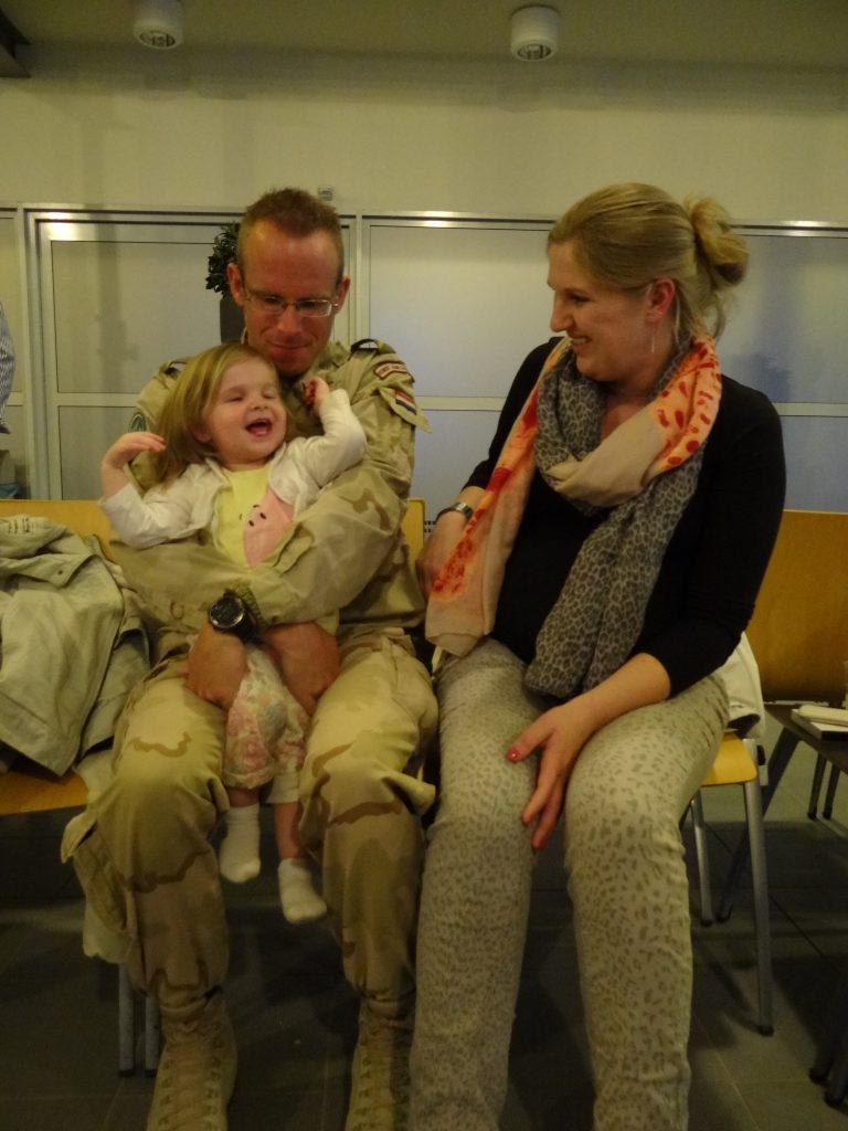 dennis thuis nadat hij was uitgezonden - romee faya marieke 35 weken zwanger