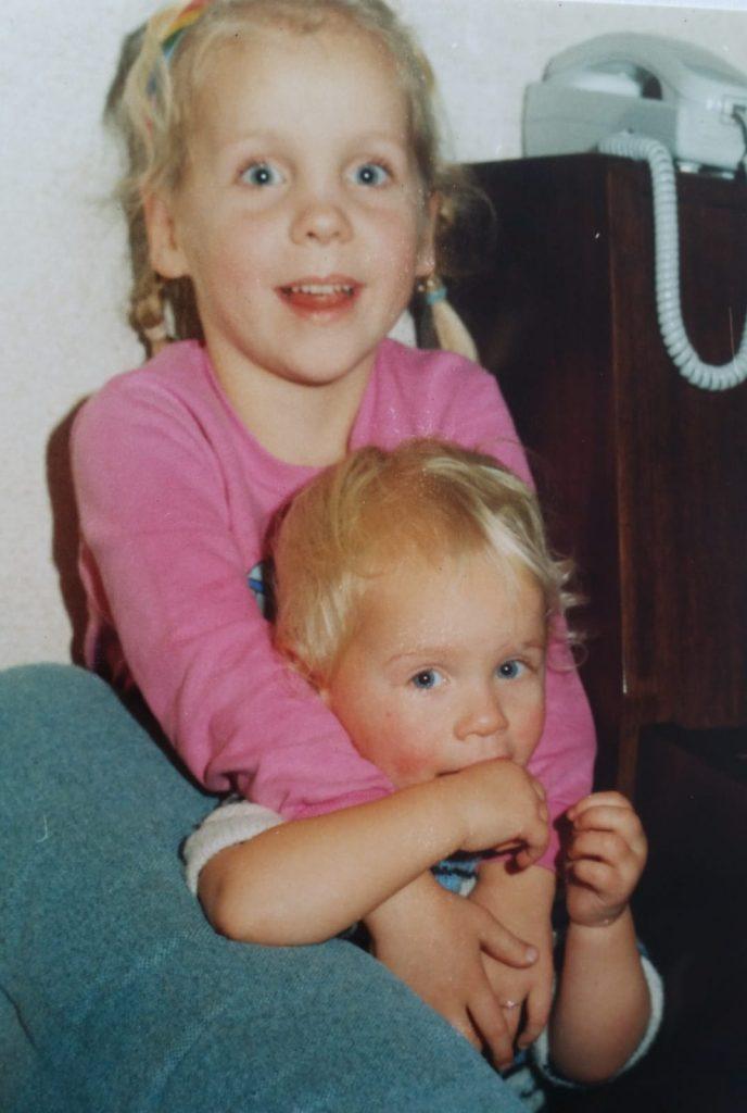 Agnes en Paula vroeger als kinderen