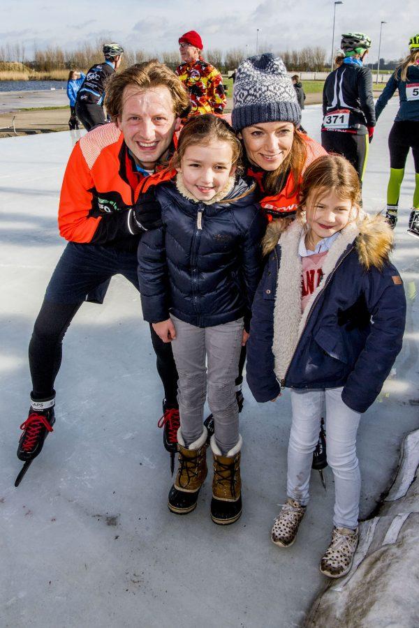 ijsbaan met gezin