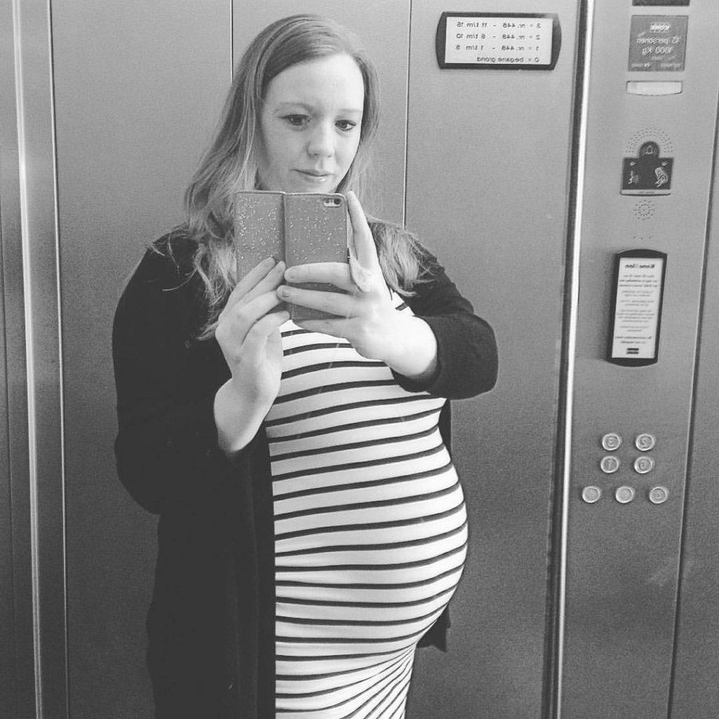Loriën 20 weken zwanger voor geboorte in de vliezen