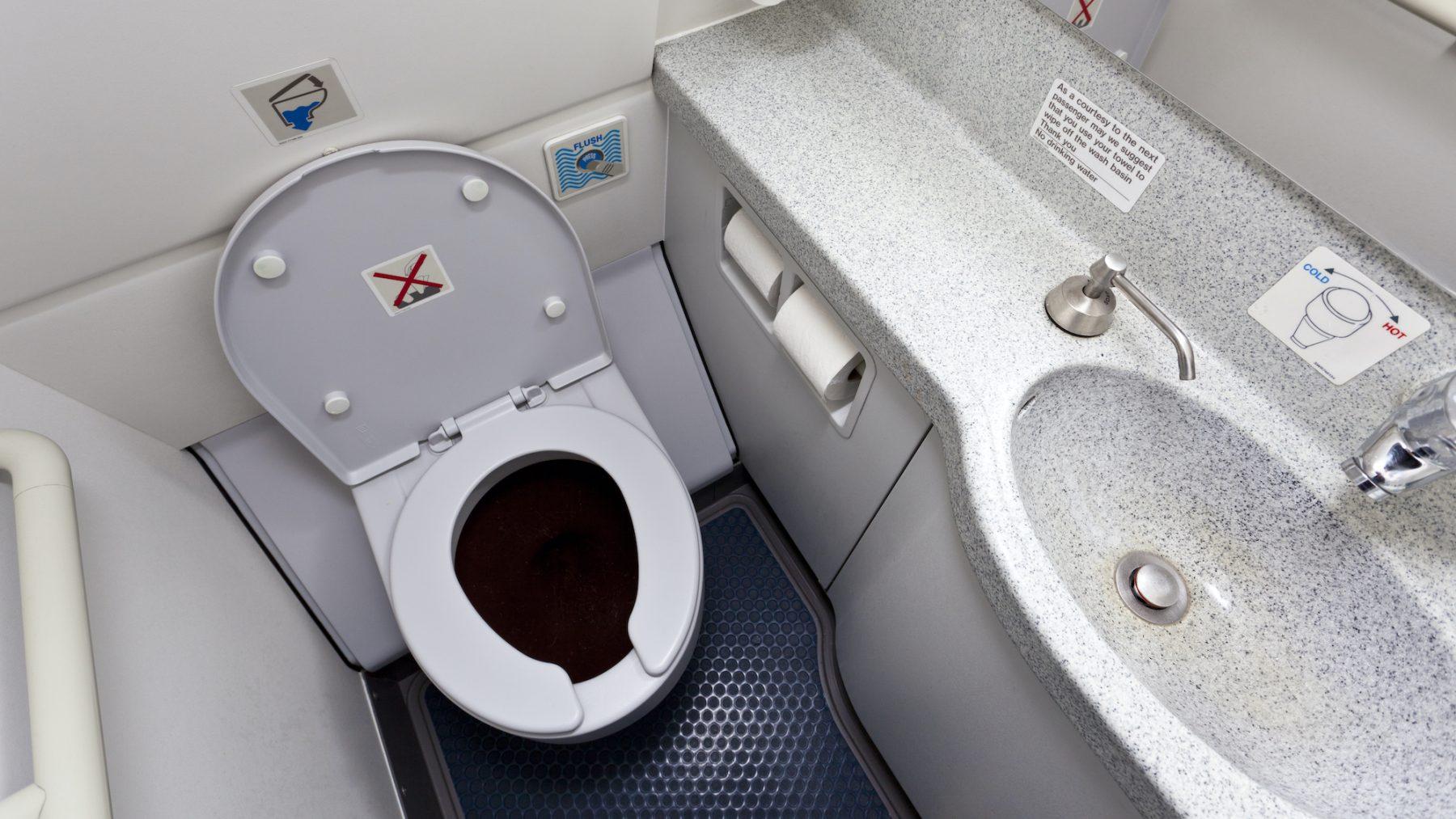 Toilet in het vliegtuig