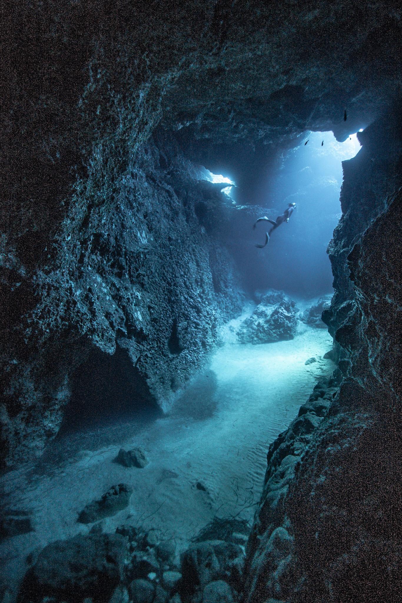 freediving caves agora