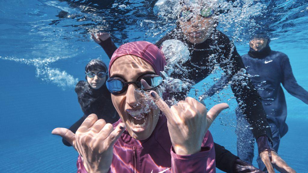 Nike introduceert voor het eerst hijab in nieuwe zwemcollectie