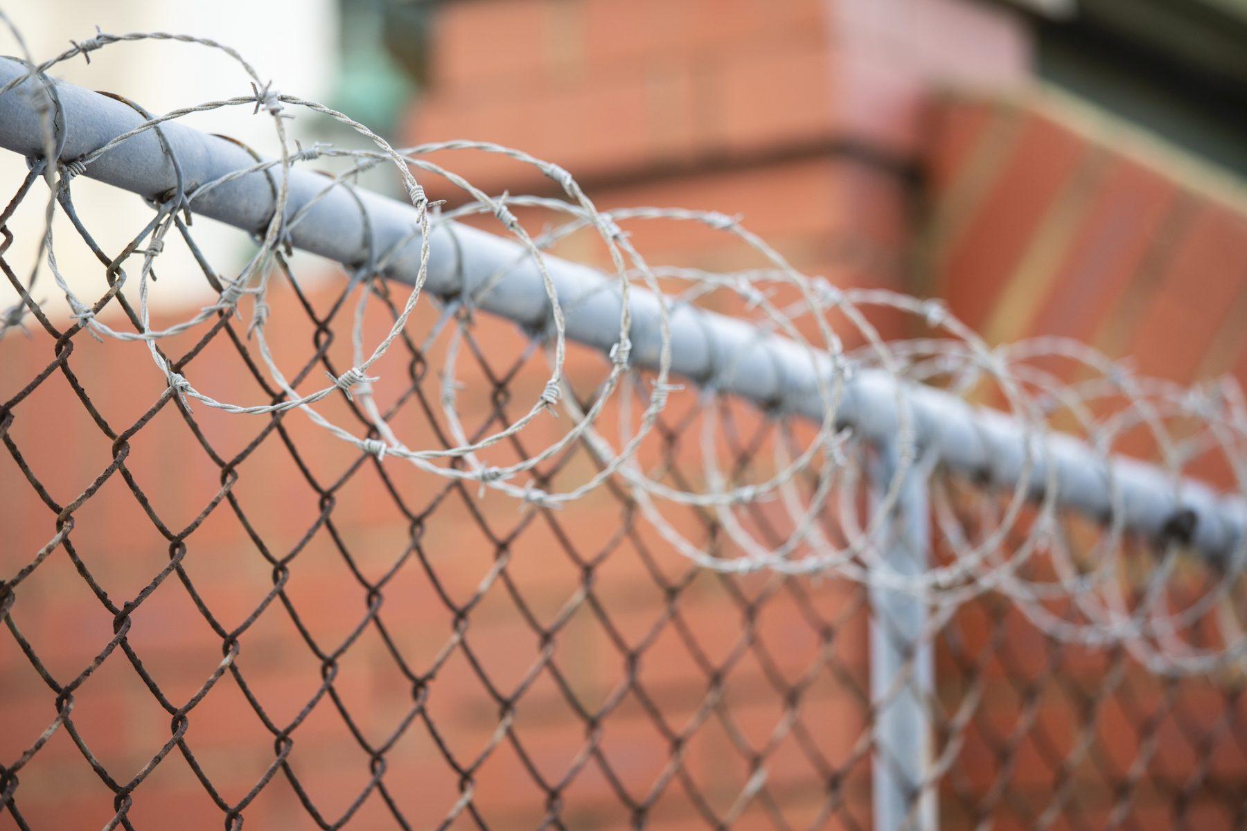 Gevangenen weigeren coronaklachten bekend te maken